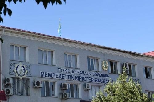 Караван госслужащих тронулся в Туркестан