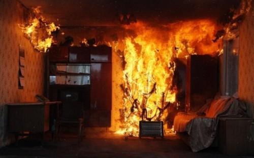 Двое человек задохнулись в своей квартире во время пожара в Семее