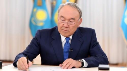 Закон о порядке медобслуживания жителей Байконыр подписал Назарбаев