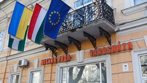 Киев намерен выслать венгерского консула за выдачу паспортов украинцам