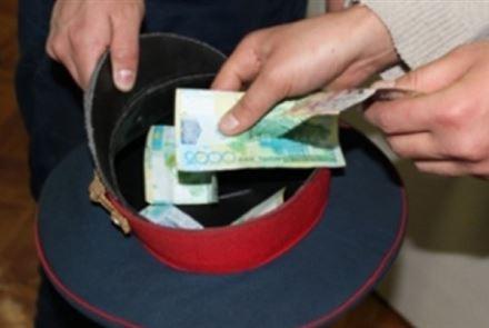 Ловивший взяточников в Актобе высокопоставленный полицейский теперь сам осужден за взятку