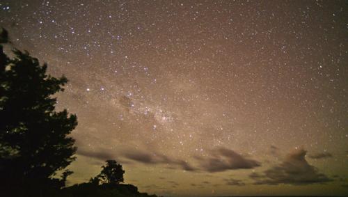 Казахстанцы смогут увидеть красный звездный дождь
