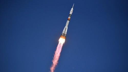 """Во время старта ракеты """"Союз"""" к МКС произошла авария, экипаж жив"""