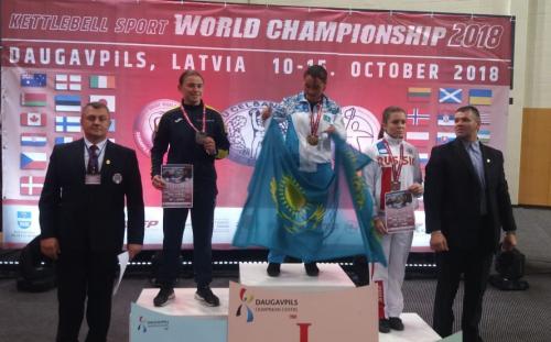 Акмолинская работница крестьянского хозяйства стала чемпионкой мира по гиревому спорту в Латвии