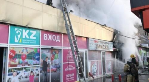 """Супермаркет """"Магнум"""" загорелся в Алматы. Пожар тушили полсотни человек"""