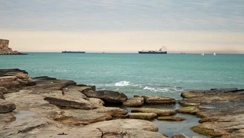Три моряка с иранского судна на Каспии умерли из-за отравления