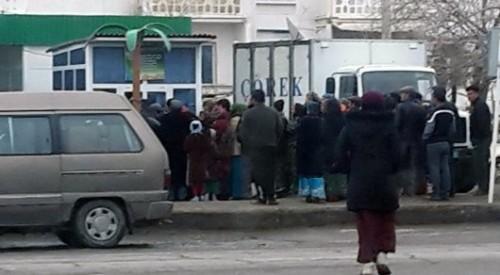 В Туркменистане полицейские штрафуют водителей за вывоз продуктов из Ашхабада в регионы
