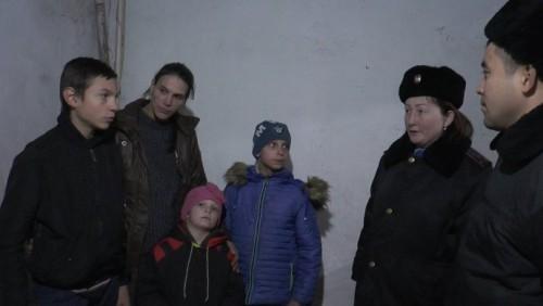 В Алматы полицейские нашли семьи, которые отказывались отдавать детей в школу
