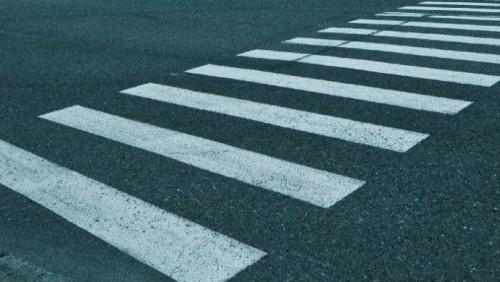 В центре Алматы грузовик сбил женщину и уехал, не сбавляя скорости