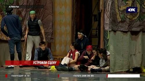 Алматинские артисты балета подрабатывают охранниками, официантами и таксистами