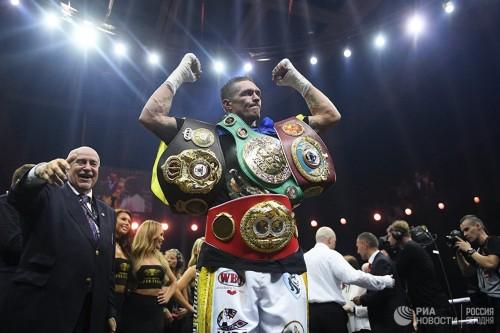 Усик защитил звание абсолютного чемпиона мира по боксу в тяжелом весе