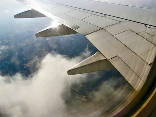 Пассажир, опоздавший на рейс во «Внуково», пытался остановить улетающий самолет