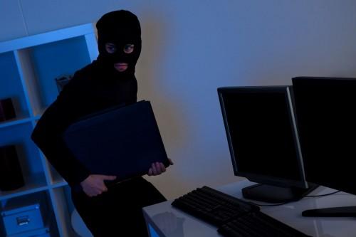 Криминальный дуэт, воровавший из школ и игровых заведений компьютерную технику, задержали в Туркестанской области