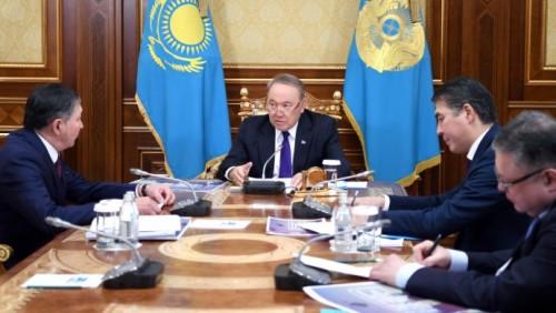 Назарбаев: Нужно избавить учеников и родителей от излишней учебной нагрузки