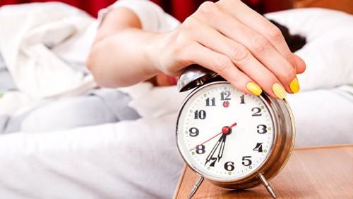 Отоспаться в выходные? Ученые объяснили, почему это опасно