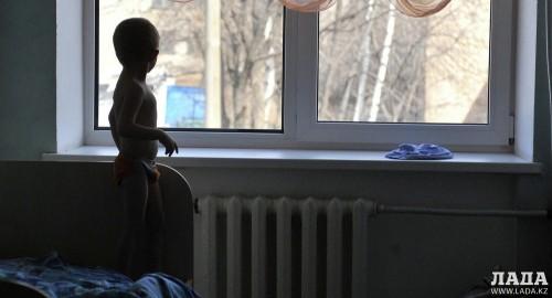 Привязавшая к батарее и убившая своего сына женщина в Актау признана невменяемой