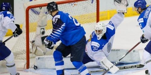 Молодёжная сборная Казахстана пропустила пять шайб в первом матче на ЧМ в Канаде
