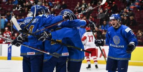 Сборная Казахстана разгромила Данию и сохранила место в элите МЧМ по хоккею