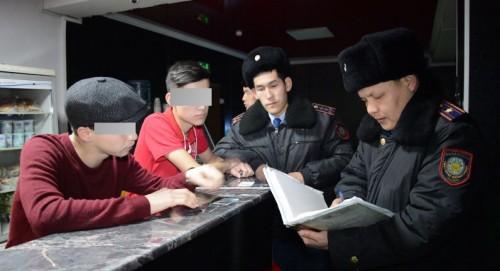 Более 400 подростков были задержаны в Туркестанской области во время зимних каникул