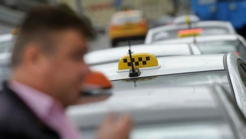 В Алматы начнут бороться с неофициальными таксистами