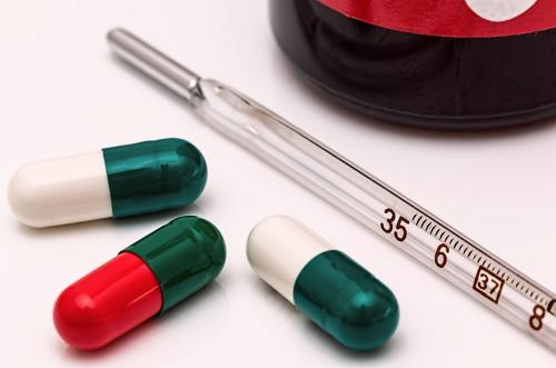 Вызывают побочные эффекты. Медики порекомендовали не пить антибиотики при ОРВИ