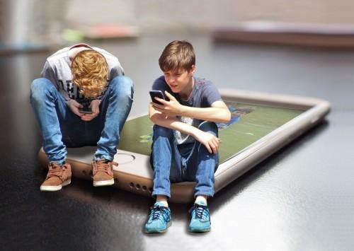 """""""Чтобы не думать"""". Врач объяснила, почему дети становятся зависимыми от соцсетей"""