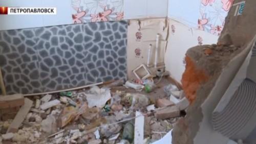 Жители Петропавловска боятся обрушения дома после взрыва газа