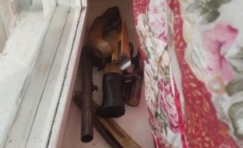 Группу молодых людей задержали в Шымкенте за хранение обрезов и патронов к ним