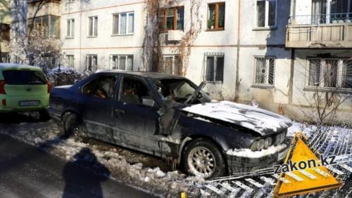 В Алматы сгорела BMW