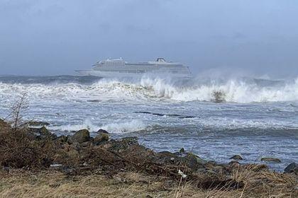 Круизный лайнер застрял у берегов Норвегии
