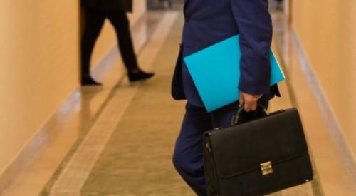 37 тысячам госслужащих повысят зарплаты в Казахстане