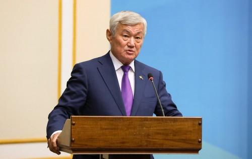 Б.Сапарбаев: Массовых сокращений рабочих мест не должно быть