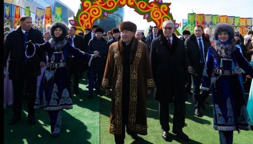 Назарбаев и Токаев поздравили казахстанцев с праздником Наурыз