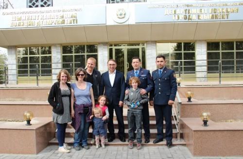 Семья французов в Шымкенте: В Казахстане замечательные полицейские!