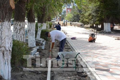 Объем укладки тротуарной плитки в Актобе сокращен в три раза