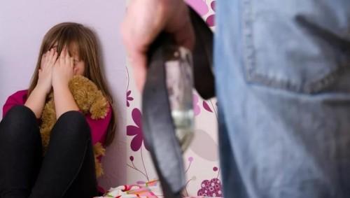 Отчим несколько лет насиловал падчерицу в ВКО: мать девочки заявляла о ее невменяемости