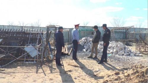 В Актобе вандалы разворовывают кладбища