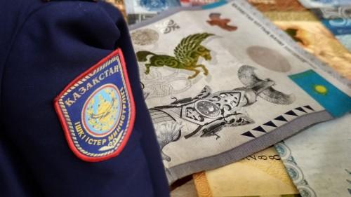 Актюбинского следователя осудили за получение взятки