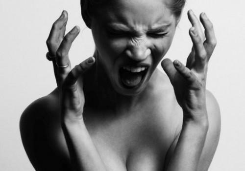 Пора к эндокринологу? 12 признаков проблем с щитовидкой