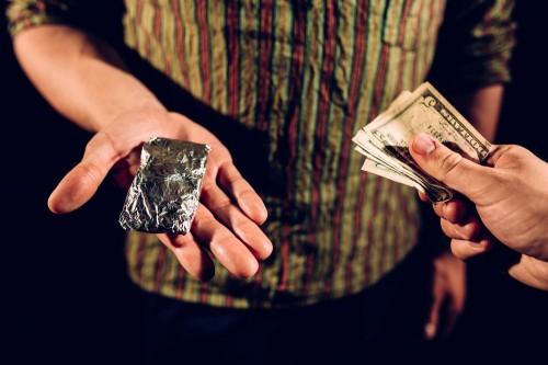 В Актобе мужчину обвинили в сбыте наркотиков без проведения досудебного расследования