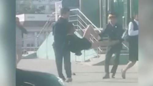 Задержание мужчины в женской одежде прокомментировали в полиции