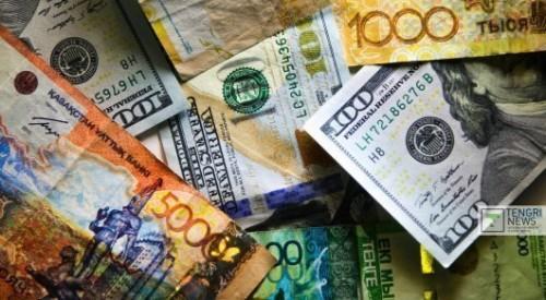 Спецкомитет будет собирать информацию о покупке валюты в Казахстане
