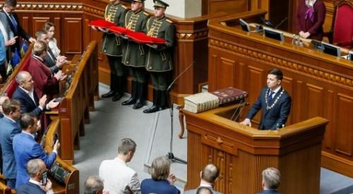 Зеленский предложил правительству подать в отставку