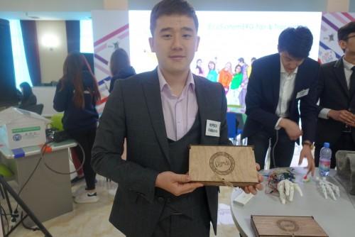 Студент из Казахстана разработал прототип протеза руки, который будет дешевле аналогов