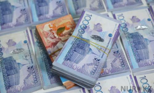 Полицейский из Уральска нашел 17 млн тенге в туалете