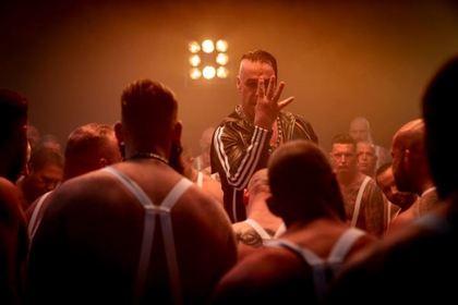Лидер Rammstein сломал челюсть поклоннику