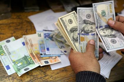 Политика США заставила заменить доллар на евро