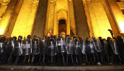 Полиция разогнала митинг в Тбилиси. Более 50 пострадавших, десятки задержанных