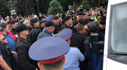 Около 100 человек задержаны на митингах в Нур-Султане и Алматы