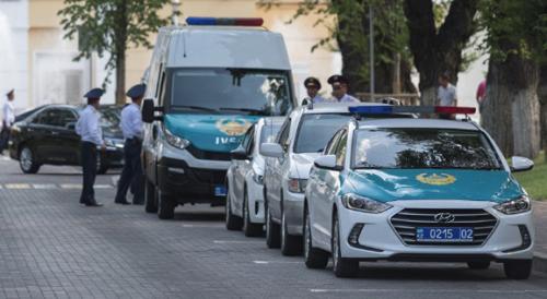 Полиция эвакуирует людей из зданий судов Алматы